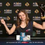 زن جوان آمریکایی، پوکر را یاد گرفت و خیلی زود 130 هزار دلار برنده شد !