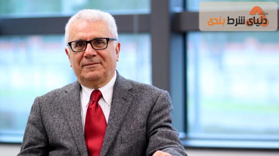 فریدون خاوند، اقتصاددان، تحلیلگر اقتصادی و استاد اقتصاد پاریس فرانسه است.