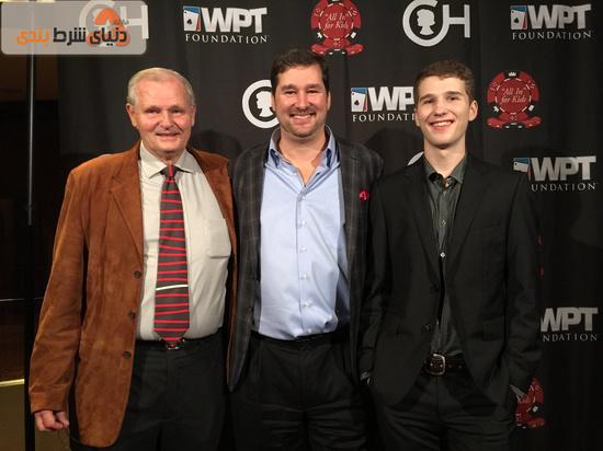فیل هلموث در کنار پدر و پسرش